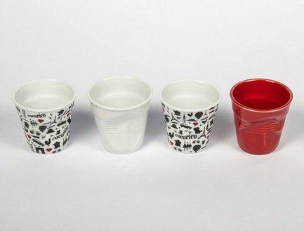 Набор мятых стаканов Фруаз (80 мл) в подарочной упаковке, 4 шт., 2 стакана символы Франции + белый + красный (FR213)Стаканы<br>Изготовленные из жаропрочного фарфора стаканы сохраняют оптимальную температуру крепкого эспрессо. Оригинальный дизайн вызывает желание немедленно насладиться вкусом и ароматом этого кофейного напитка.<br><br>Серия: Froisses