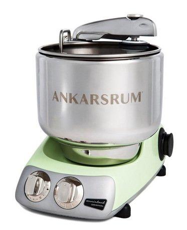 Кухонный комбайн Original Assistant AKM6220PG (7 л), базовый комплект, 26.8х36х40 см, зеленый перламутрКухонные процессоры<br>Комбайн Assistant AKM6220 станет вашим первым помощником на кухне. С его помощью многие повседневные задачи по приготовлению блюд решаются играючи, ведь он заменит вам миксер, мясорубку, соковыжималку, мельницу и многое другое. Также, благодаря специальным насадкам для печенья, вы сможете освоить новые способы приготовления любимой выпечки. Этот комбайн, произведенный в Швеции, будет верно служить вам долгие годы.     Комбайн комплектуется 7-литровой чашей из нержавеющей стали с крышкой и пластиковой чашей объемом 3.5 литра. Для работы с тестом здесь есть крюк и венчики для взбивания и замеса. Приготовить сок из цитрусовых вы сможете со специальной насадкой-соковыжималкой.<br><br>Состав: Чаша из нержавеющей стали (7 л) - 1 шт., Чаша из пищевого пластика (3.5 л) - 1 шт., Двойной венчик для интенсивного взбивания - 1 шт., Венчик для замеса песочного теста - 1 шт., Крюк для вымешиван...