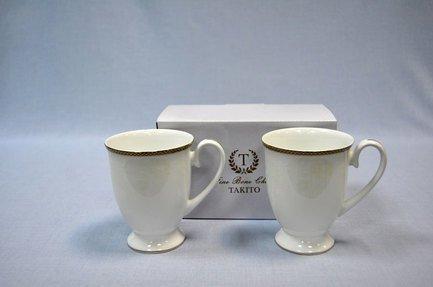 Набор кружек Астория (0.35 л), 2 шт.Чашки и Кружки<br>Одна кружка набора разбита.     Изящные кружки универсально подходит для красивой подачи чая, кофе или какао. Так приятно наслаждаться каждым глотком ароматного напитка, выпитым из этих кружек с удобно изогнутой ручкой! Объёмная фарфоровая кружка долго сохраняет тепло налитого в нее напитка.<br><br>Серия: Астория