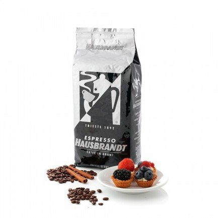 Кофе в зернах Триест, 1 кг, вакуумная упаковкаКофе<br>Классический кофейный бленд, разработанный компанией Hausbrandt одним из первых. Кофе с прекрасно сбалансированным вкусом и ароматом, с легкими карамельно-шоколадными и фруктовыми нотками.   Состав: 60% арабика, 40% робуста  Способ приготовления: кофе можно готовить в турке, кофе-машине и френч-прессе.<br>