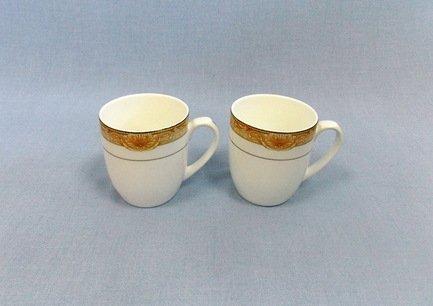 Набор кружек Аквамарин (400 мл), 2 шт.Чашки и Кружки<br>Две чайные чашки в одном наборе – это очень удобно, красиво и практично. С этим набором можно быстро сервировать чаепитие на двоих и выпить чашку горячего чая с лучшим другом. Крепкий ароматный напиток в белоснежной фарфоровой чашке выглядит очень красиво и остается горячим довольно долго.<br><br>Серия: Аквамарин