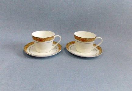 Набор чашек Аквамарин (300 мл) на 2 персоны, 4 пр.Чашки и Кружки<br>Две чайные пары в одном наборе – это очень удобно, красиво и практично. С этим набором можно быстро сервировать чаепитие на двоих и выпить чашку горячего чая с лучшим другом. Крепкий ароматный напиток в белоснежной фарфоровой чашке выглядит очень красиво и остается горячим довольно долго. На маленькое блюдце удобно класть чайную ложечку или небольшой десерт к чаю - конфеты или печенье.<br><br>Серия: Аквамарин<br>Состав: Чашка (300 мл) - 2 шт., Блюдце - 2 шт.