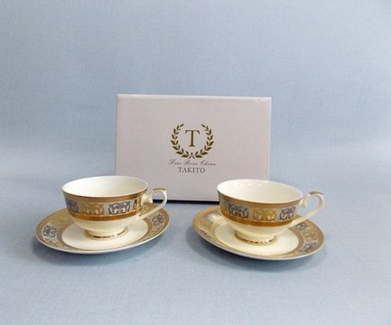 Набор чашек Дионис на 2 персоны, 4 пр.Чашки и Кружки<br>Две чайные пары в одном наборе – это очень удобно, красиво и практично. С этим набором можно быстро сервировать чаепитие на двоих и выпить чашку горячего чая с лучшим другом. Крепкий ароматный напиток в белоснежной фарфоровой чашке выглядит очень красиво и остается горячим довольно долго. На маленькое блюдце удобно класть чайную ложечку или небольшой десерт к чаю - конфеты или печенье.<br><br>Серия: Дионис<br>Состав: Чашка (250 мл) - 2 шт., Блюдце - 2 шт.