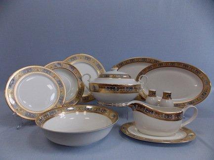 Сервиз столовый Дионис на 6 персон, 27 пр.Столовые сервизы<br>В этом элегантном наборе есть всё, что может пригодиться для сервировки праздничного стола на шесть персон. В комплект входит 27 предметов. Это глубокие тарелки для подачи первых блюд, плоские тарелки двух диаметров - закусочные и подстановочные, блюда для закусок и нарезок, салатник и вместительная супница с крышкой. Полный набор тарелок, необходимых для каждого гостя и выполненных в одном стиле, смотрится торжественно и очень красиво. Состав столового сервиза хорошо продуман, в его комплект входят даже такие сопутствующие предметы сервировки как соусник с блюдцем, солонка и перечница.<br><br>Серия: Дионис<br>Состав: Тарелка подстановочная, 26.5 см - 6 шт., Тарелка закусочная, 20 см - 6 шт., Тарелка суповая, 21.5 см - 6 шт., Блюдо овальное, 36х24.5 см - 1 шт., Блюдо овальное, 31х21 см - 1 шт., Салатник большой...