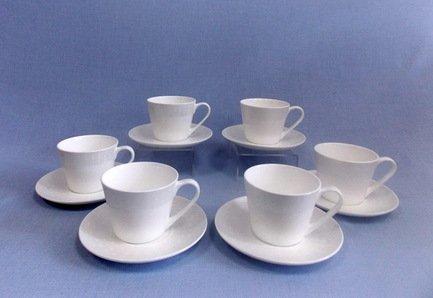 Набор чашек Жемчужина на 6 персон, 12 пр.Чашки и Кружки<br>Набор изящных фарфоровых чашек и блюдец идеален для сервировки чаепития на шесть персон. Крепкий ароматный напиток в белоснежной фарфоровой чашке выглядит очень красиво и остается горячим довольно долго. На маленькое блюдце удобно класть чайную ложечку или небольшой десерт к чаю – конфеты или печенье.<br><br>Серия: Жемчужина<br>Состав: Чашка (300 мл) - 6 шт., Блюдце - 6 шт.