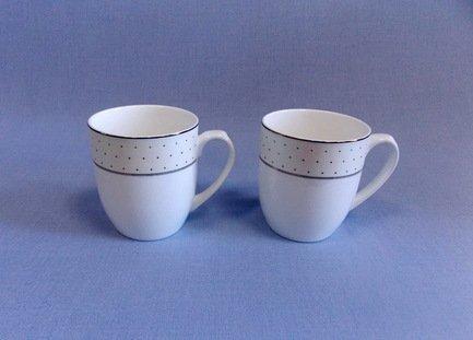 Набор кружек Лира (350 мл), 2 пр.Чашки и Кружки<br>Две чайные пары в одном наборе – это очень удобно, красиво и практично. С этим набором можно быстро сервировать чаепитие на двоих и выпить чашку горячего чая с лучшим другом. Крепкий ароматный напиток в белоснежной фарфоровой чашке выглядит очень красиво и остается горячим довольно долго. На маленькое блюдце удобно класть чайную ложечку или небольшой десерт к чаю - конфеты или печенье.<br><br>Серия: Лира<br>Состав: Чашка (350 мл) - 2 шт., Блюдце - 2 шт.