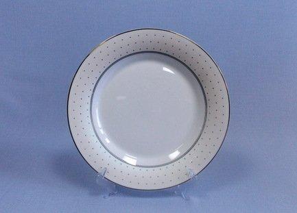 Набор подстановочных тарелок Лира, 26.5 см, 6 пр.Тарелки и Блюдца<br>Плоские тарелки круглой формы и среднего диаметра в комплексной сервировке стола выполняют декоративную функцию. На эти тарелки не кладут еду, это так называемые подстановочные или сервисные тарелки. На них ставятся тарелки для основного блюда малого диаметра и суповые тарелки. Наличие подставочных тарелок на столе означает совершенное знание этикета хозяйки.<br><br>Серия: Лира