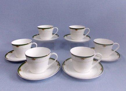 Набор чашек Ренессанс на 6 персон, 12 пр.Чашки и Кружки<br>Набор изящных фарфоровых чашек и блюдец идеален для сервировки чаепития на шесть персон. Крепкий ароматный напиток в белоснежной фарфоровой чашке выглядит очень красиво и остается горячим довольно долго. На маленькое блюдце удобно класть чайную ложечку или небольшой десерт к чаю – конфеты или печенье.<br><br>Серия: Ренессанс Takito<br>Состав: Чашка (300 мл) - 6 шт., Блюдце - 6 шт.