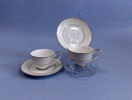 Набор кофейных чашек Сириус на 2 персоны, 4 пр.Чашки и Кружки<br>Набор из двух небольших фарфоровых чашек с блюдцами создан для красивой подачи кофе и приятной беседы тет-а-тет. Две кофейные пары с нежным декором красиво смотрятся на столе.<br><br>Серия: Сириус<br>Состав: Чашка (100 мл) - 2 шт., Блюдце - 2 шт.