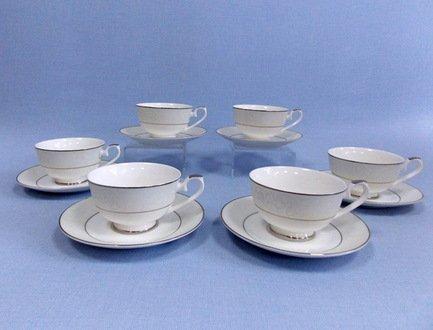 Набор чашек Сириус на 6 персон, 12 пр.Чашки и Кружки<br>Набор изящных фарфоровых чашек и блюдец идеален для сервировки чаепития на шесть персон. Крепкий ароматный напиток в белоснежной фарфоровой чашке выглядит очень красиво и остается горячим довольно долго. На маленькое блюдце удобно класть чайную ложечку или небольшой десерт к чаю – конфеты или печенье.<br><br>Серия: Сириус<br>Состав: Чашка (250 мл) - 6 шт., Блюдце - 6 шт.