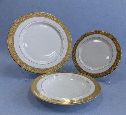 Набор тарелок Феникс на 6 персон, 18 пр.Тарелки и Блюдца<br>Великолепный набор тарелок предназначен для сервировки стола на 6 персон. В комплект из 18 фарфоровых предметов входят суповые, закусочные и подставочные тарелки. Полный набор тарелок, необходимых для каждого гостя и выполненных в одном стиле, смотрится торжественно и очень красиво.<br><br>Серия: Феникс Takito<br>Состав: Тарелка подстановочная, 26.5 см - 6 шт., Тарелка закусочная, 20 см - 6 шт., Тарелка суповая, 21.5 см - 6 шт.
