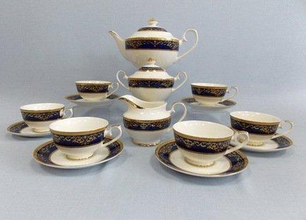 Сервиз чайный Элегия в кобальте на 6 персон, 17 пр.Чайные сервизы<br>Этот изящный чайный сервиз из высококачественного японского фарфора поможет создать теплую и дружескую обстановку за столом. В нём есть всё, что нужно для приятного чаепития. Шесть удобных и красивых чашек с блюдцами - красивая посуда для каждого гостя. Также в набор входит вместительный чайник на всю компанию, сахарница и молочник.<br><br>Серия: Элегия в кобальте<br>Состав: Чашка (250 мл) - 6 шт., Блюдце - 6 шт., Чайник (1.3 л) с крышкой, Молочник, Сахарница с крышкой