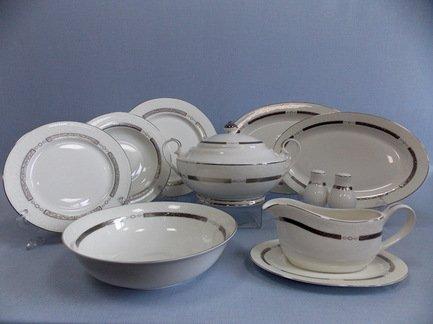 Сервиз столовый Элиза на 6 персон, 27 пр.Столовые сервизы<br>В этом элегантном наборе есть всё, что может пригодиться для сервировки праздничного стола на шесть персон. В комплект входит 27 предметов. Это глубокие тарелки для подачи первых блюд, плоские тарелки двух диаметров - закусочные и подстановочные, блюда для закусок и нарезок, салатник и вместительная супница с крышкой. Полный набор тарелок, необходимых для каждого гостя и выполненных в одном стиле, смотрится торжественно и очень красиво. Состав столового сервиза хорошо продуман, в его комплект входят даже такие сопутствующие предметы сервировки как соусник с блюдцем, солонка и перечница.<br><br>Серия: Элиза<br>Состав: Тарелка подстановочная, 26.5 см - 6 шт., Тарелка закусочная, 20 см - 6 шт., Тарелка суповая, 21.5 см - 6 шт., Блюдо овальное, 36х24.5 см - 1 шт., Блюдо овальное, 31х21 см - 1 шт., Салатник большой...