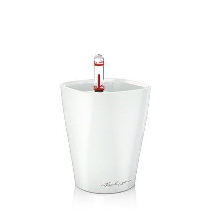 Кашпо Мини-Дельтини, белое, с системой полива, 10х10х13 смКашпо<br>Кашпо размером 10х10х13 см предназначено для посадки низкорослых растений с высотой побегов до 20 см. Кашпо укомплектовано съемным горшком с объемом посадочной площади – 0.4 литра. Вместимость резервуара для воды съемного лотка – около 0.2 литра. Запатентованная система автополива обеспечивает растения питательными веществами и влагой, которые необходимы для их оптимального роста в течение 12 недель. Контролировать уровень воды удобно благодаря специальному индикатору. Съемный горшок легко вынимать и заменить на месте, а также транспортировать и экономно хранить.<br><br>Серия: Mini-Deltini