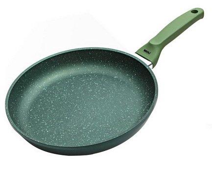 Сковорода Dr.Green Induction, 28 смСковороды<br>Отличная алюминиевая сковорода с высококачественным антипригарным покрытием станет незаменимой помощницей на вашей кухне. В ней отлично получаются вкусные и полезные блюда из мяса, рыбы, овощей: ведь для их приготовления требуется всего лишь капелька масла. Сковорода имеет удобную ручку, которая не нагревается и позволяет легко переместить даже полную сковороду.<br><br>Серия: Dr.Green Induction